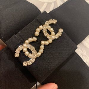 Brand new 2020 Chanel Pearl Crystal CC Earrings ❤️